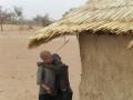 2012-Niger-Un-abbraccio-davanti-a-casa